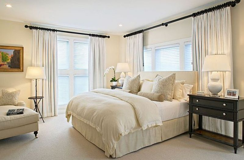 Airy Bedroom Design, Amazing White Bedroom Decoration To Get Spacious Interior