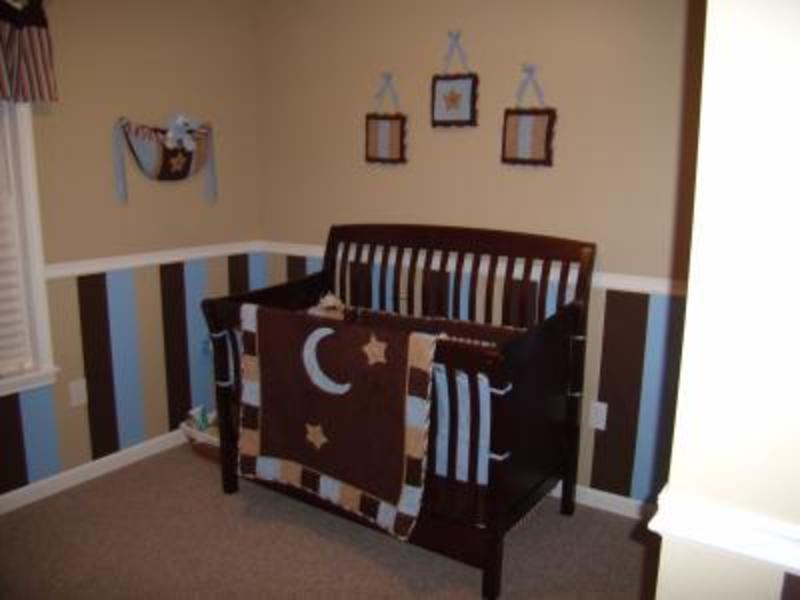Striped nursery decorating ideas for the walls of a baby for Baby boy mural ideas
