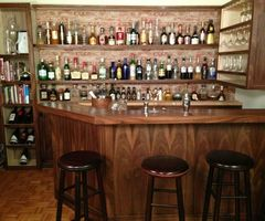 Home Bar Built By A Professional Bartender Takes Di Ying To A New Level (Photo)