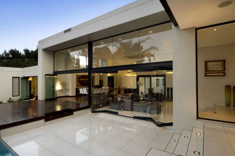 Exterior Lights Of Modern House, Single Story Modern Home Design Ideas With  White Wall Color