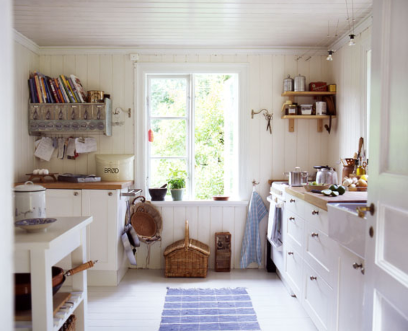 Good white country style kitchens with yellow country for Small white country kitchen