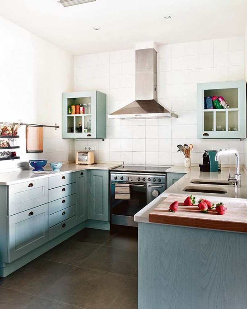 Small white l kitchen appealing small country white for Small white country kitchen