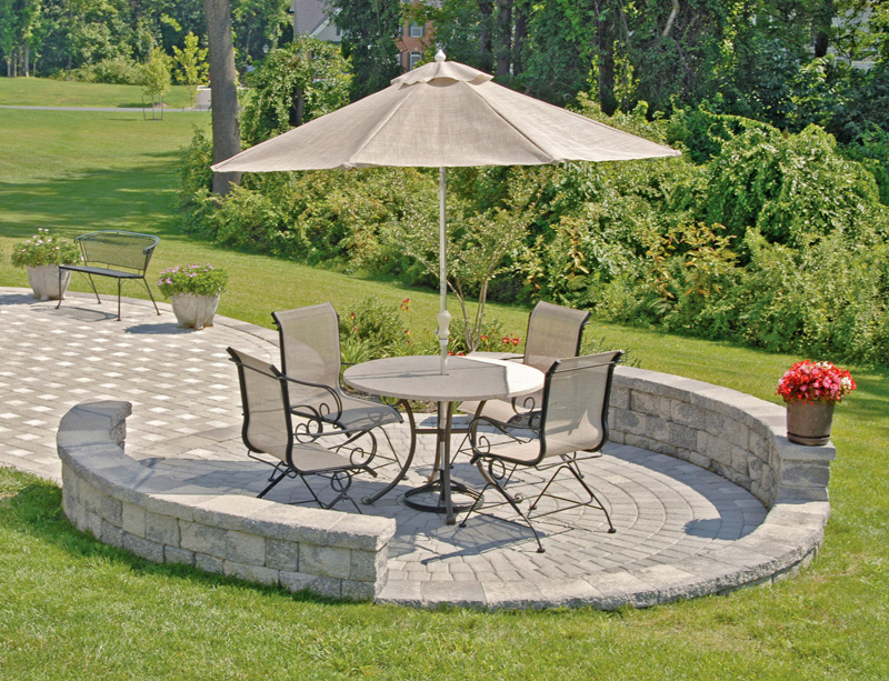 Patio designs for small and cozy with new ideas and ideas for Ideas for very small patios