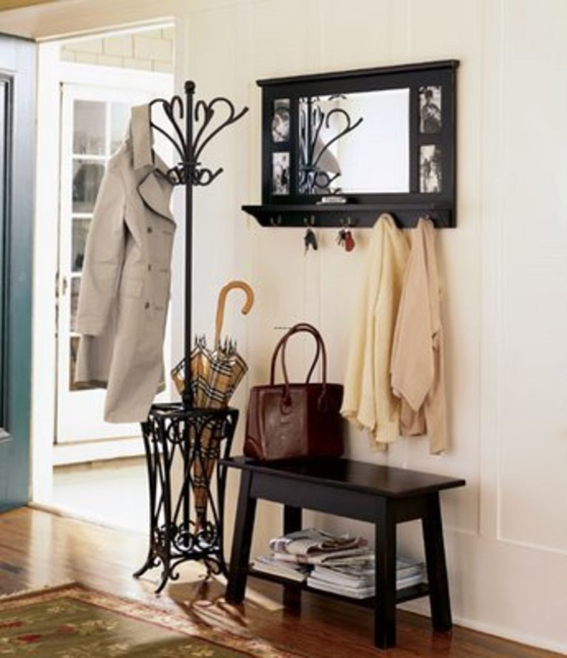 Entryway decor table and chair foyer decorating ideas for Entryway furniture