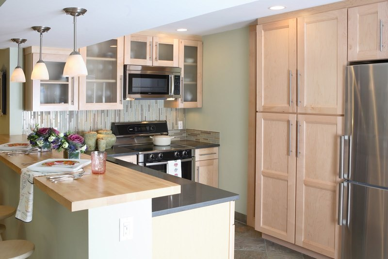 Remodeling A Small Kitchen On A Budget / design bookmark #21605