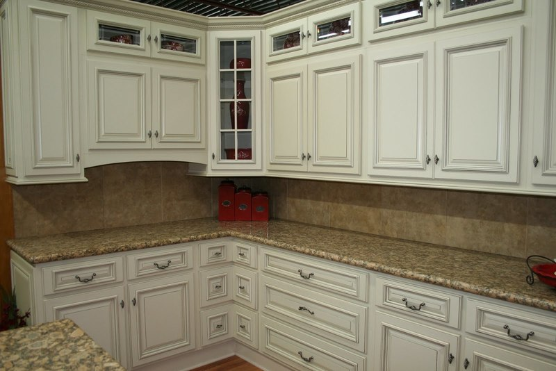 Liwes Painted Kitchen, Astonishing Lowes White Kitchen Cabinets